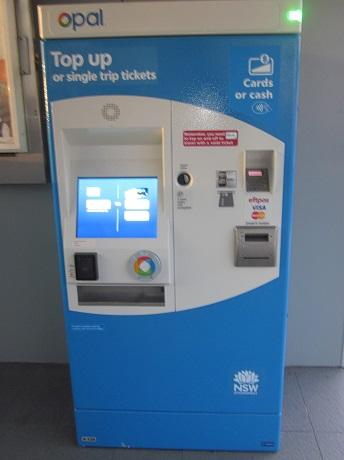 シングルチケット購入とオパールカードのリチャージ用自販機