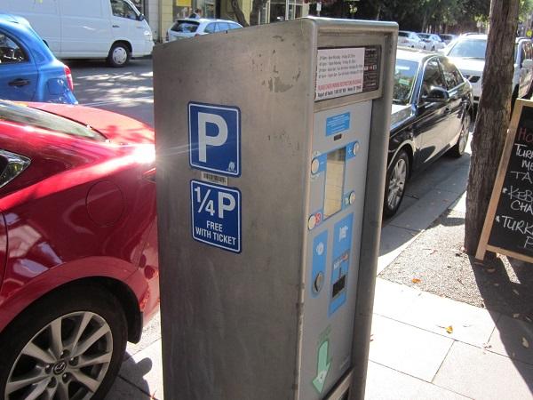 駐車チケット発券機