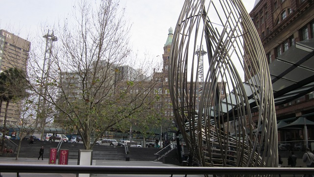 7番出口からの風景 奥がレイルウェイスクエア
