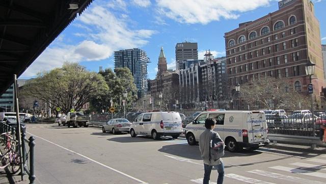 1番出口からの風景 左方向がレイルウェイスクエア