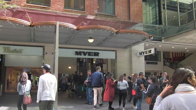 ピットストリートのマイヤー入口