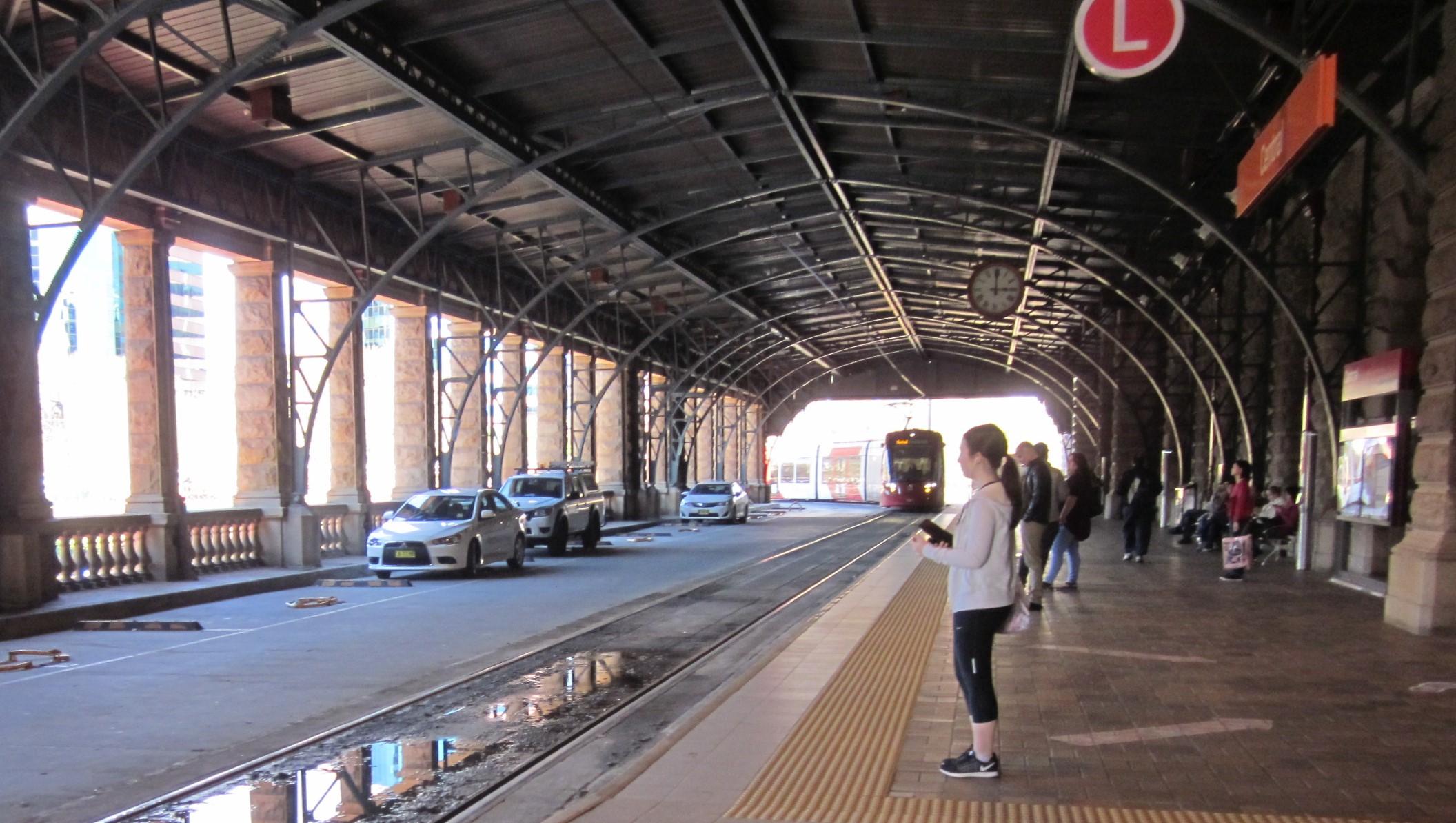 セントラル駅のライトレール乗場