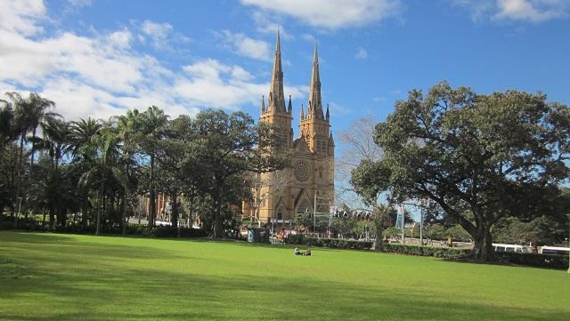 ハイドパークから望むセントメアリー大聖堂