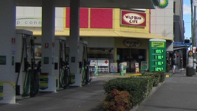 ブリティシュペトリアムのガソリンスタンド