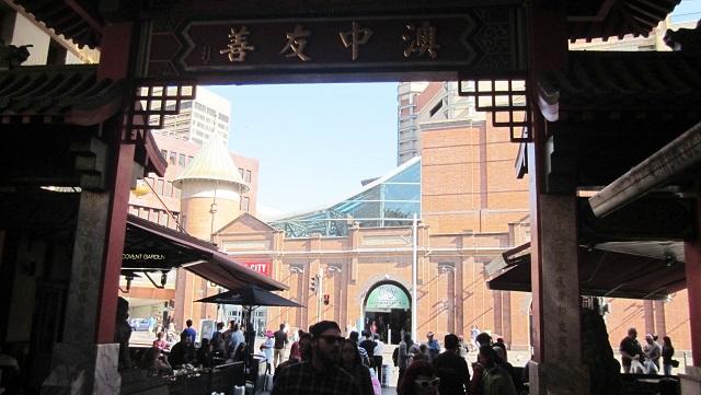 シドニー中華街正門から見たマーケットシティ