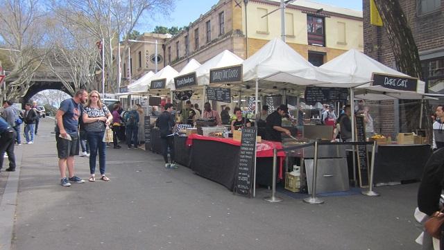 食べ物を売る露店