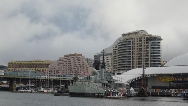 オーストラリア国立海洋博物館の脇にピア モントベイのワーフがある