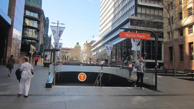 右側の白い建物はReserve Bank of Australia(オーストラリア準備銀行)