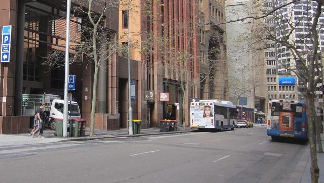 日本領事館前からO'connell StreetのHunter Street側を見る