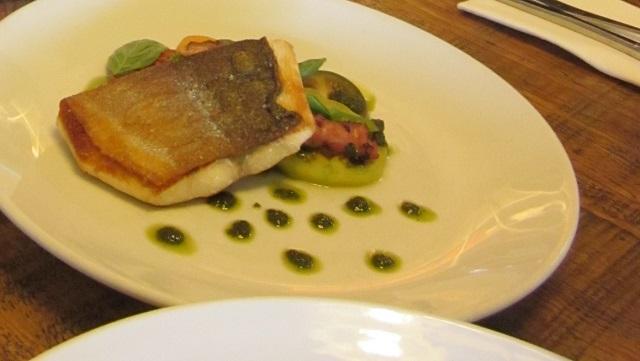 モダンオーストラリアンの魚料理