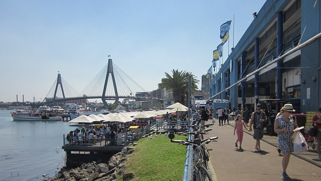 シドニーフィッシュマーケットとANZACブリッジ