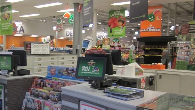スーパーマーケット、Wollworthsのたばこ販売サービスカウンター