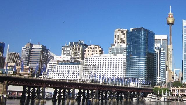 ピアモントブリッジ 後ろのビル群はシドニー中心地