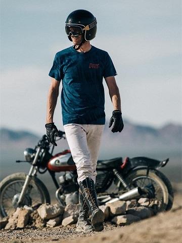 デウスエクスマキナのTシャツ、バイク、ヘルメット、ゴーグル