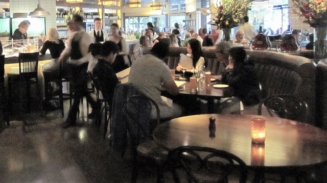 ワーホリ仕事ローカルのレストランにて
