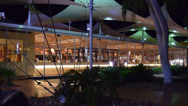セイルズ・イン・ザ・デザート(Sails In The Desert)ホテルのレストラン